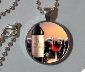  Wine lover. Necklace. Glass dome, metal pendant, chain. Wine jewelry. Wine pendant, art photo pendant, necklace, wine necklace. pendant necklace photo art, wine. 